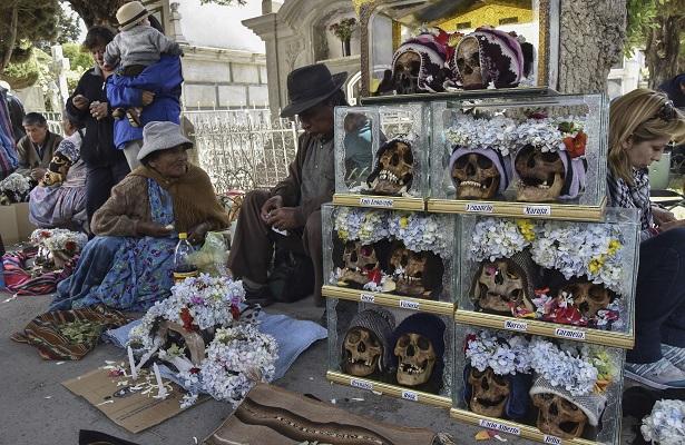 La 'Fiesta de las ñatitas', culto a los cráneos milagrosos en Bolivia