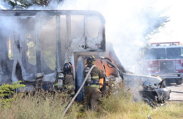 Bomberos sofocaron fuego en camioneta