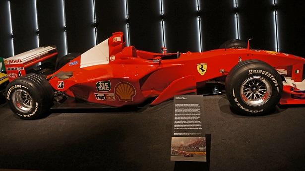 El Museo del Diseño de esta ciudad presenta 70 años de innovación y glamour de la marca italiana Ferrari que incluye el auto ganador del piloto de Fórmula 1, Michael Schumacher.