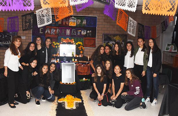 Ofrenda de muertos dedicado a pintores mexicanos