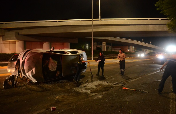 Joven acabó hospitalizado tras salir proyectado de su auto
