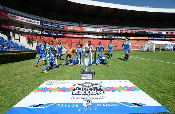 Premian a campeones Brigada Balón Gallos Blancos 2017