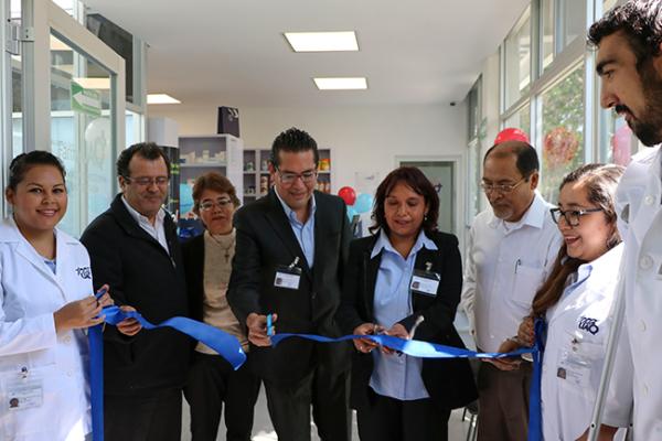 Inauguran farmacia, droguería y tienda de productos UAQ