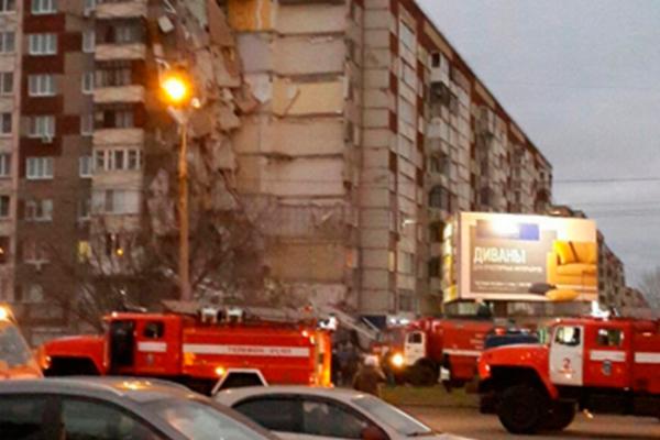 Derrumbe parcial de edificio en Rusia deja un muerto y dos heridos