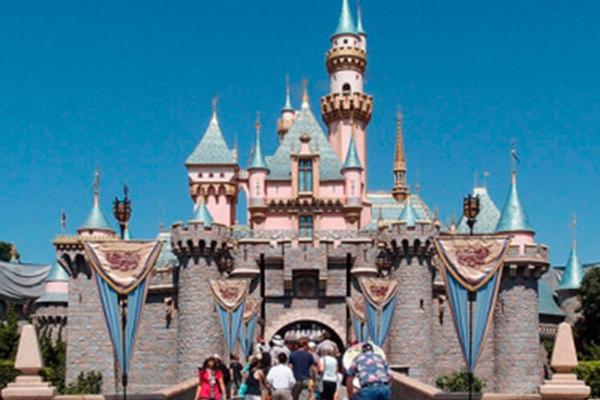 Enferman personas que visitaron Disneylandia