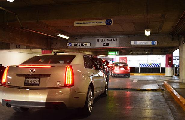 Estacionamientos sí cumplen gratuidad