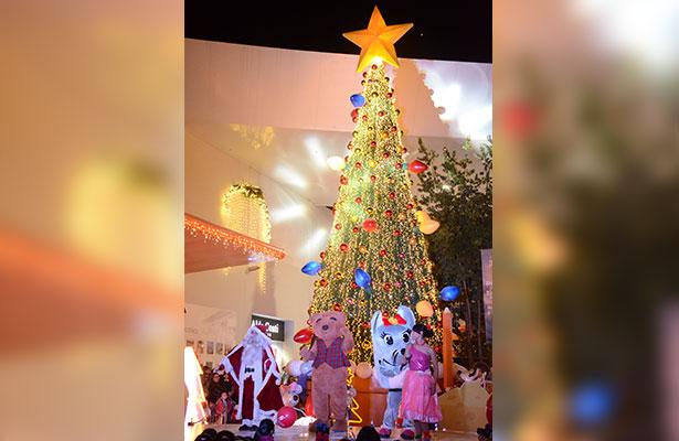 Llega la navidad a Galerías San Juan del Río