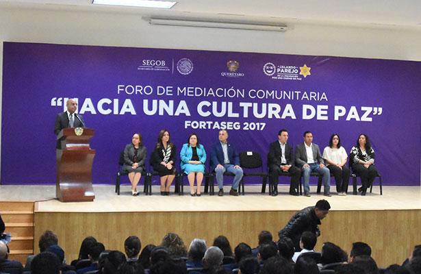 """Inaugura Marcos Aguilar foro """"Hacia una Cultura de Paz"""""""