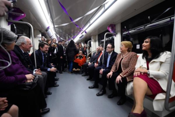Inaugura Bachelet nueva línea de Metro de Santiago