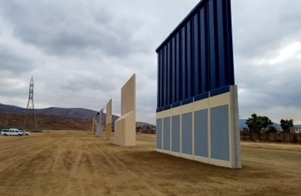 Pintan con graffiti prototipos de muro fronterizo en San Diego