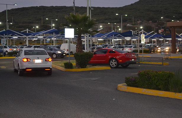 Se amparan 8 estacionamientos vs reglamento