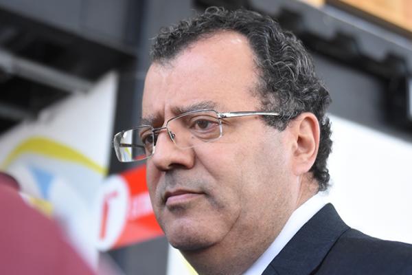 Protesta Gilberto por reducción presupuestal