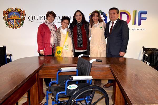 Entregan sillas de ruedas para pacientes del IMSS