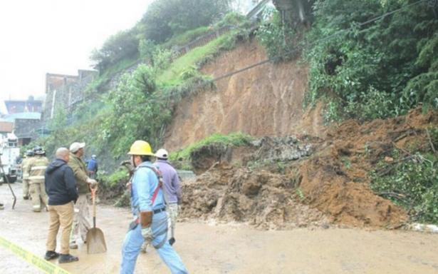Se registra deslave en Cuajimalpa por lluvia