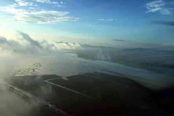 [Video] Menonitas recorren en motos acuáticas sus cultivos inundados