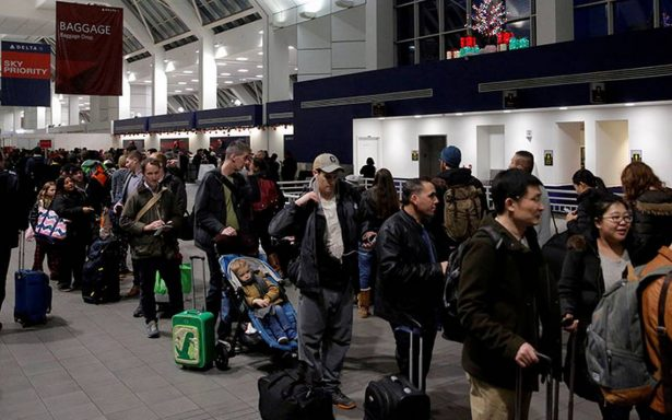 Más de tres mil vuelos cancelados en EU por 'ciclón bomba invernal'