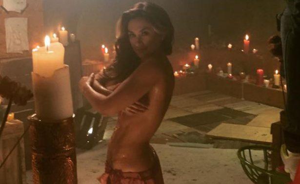 Aracely Arámbula vacaciona con tremendo bikini rojo