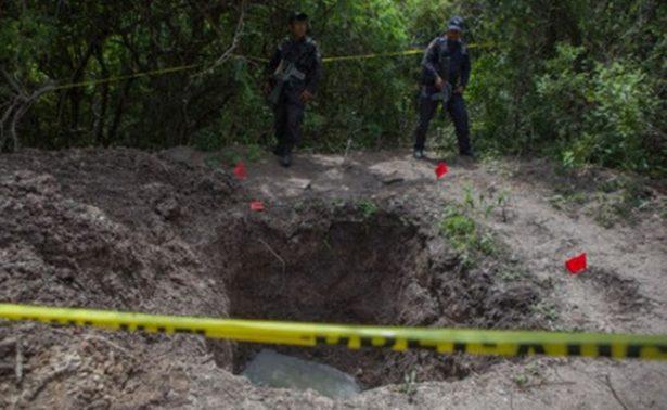 Localizan tres cuerpos en fosa clandestina en Coahuayana