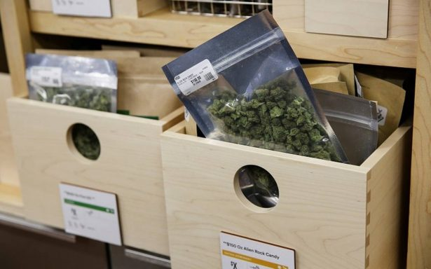 Euforia en California por venta de marihuana con fines recreativos