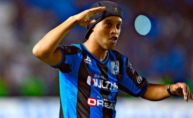 Ronaldinho felicita a los Gallos de Querétaro por sus 67 años