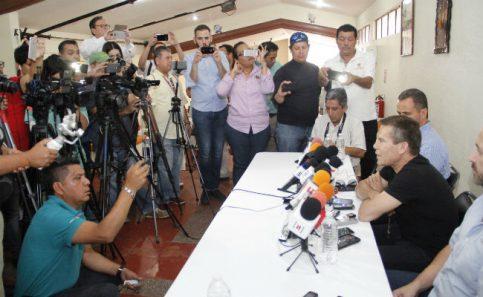 JC Chávez se disculpa con gobernadores de Sinaloa y Baja California