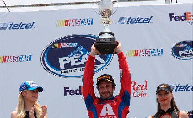 Michel Jourdain disfruta el podio  en NASCAR Peak México Series