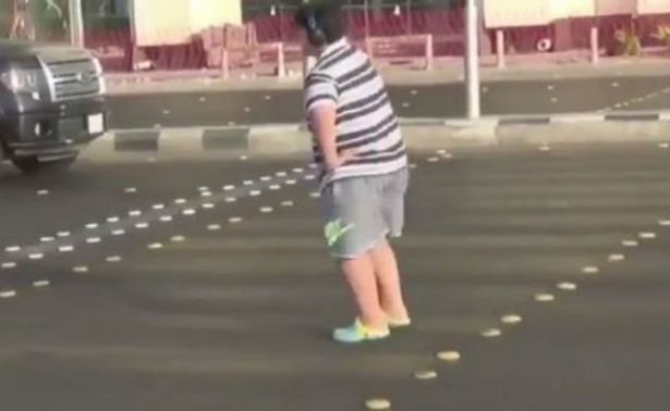 """[Video] Por bailar la """"Macarena"""", policía saudita lo detiene"""