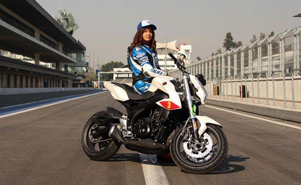 Astrid Madrigal se prepara para la categoría Superbike Expertos