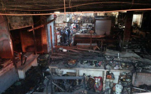 Arde mercado de Gómez Palacio, se queman 107 locales