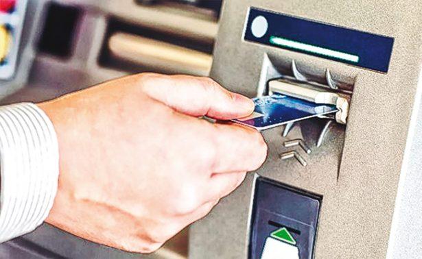 Bancos llegan a cobrar ¡hasta 30 pesos! por retirar efectivo en cajeros automáticos