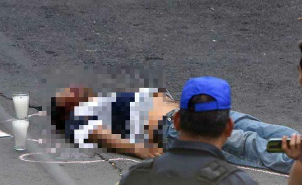 Desde microbús lanzan cadáver de un joven en calles de la CDMX