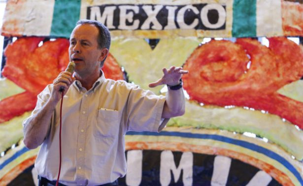 Con el PAN, José Luis Luege registra su candidatura para la CDMX
