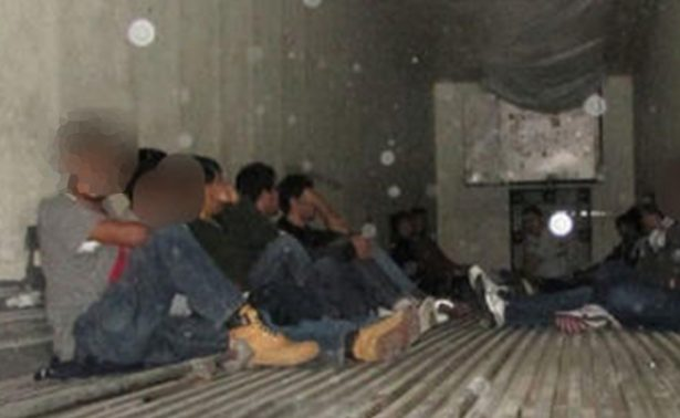 Rescatan a indocumentados encerrados dentro de un camión en EU