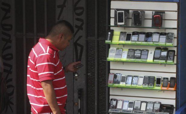 Detienen a dos y recuperan 30 teléfonos tras robo a tienda en Iztacalco