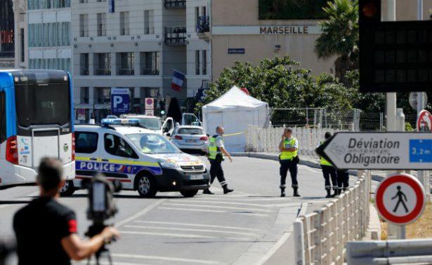 Auto embiste dos paradas de autobús en Marsella, hay un muerto