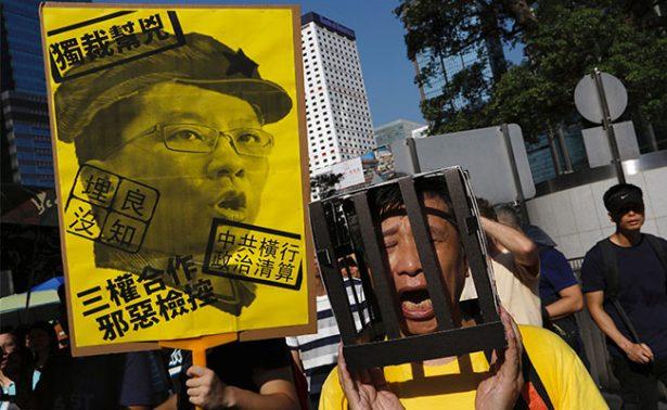 Encarcelamiento de jóvenes activistas genera megamarcha en Hong Kong