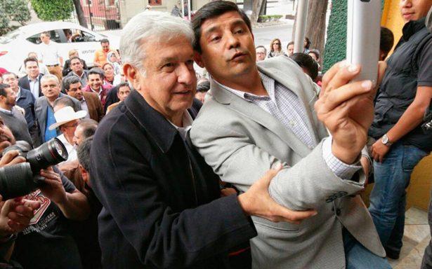 Sin Monreal, AMLO inicia plenaria de Morena