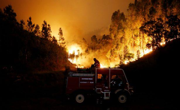 Ya son 62 los muertos por incendio en Portugal; decretan tres días de luto