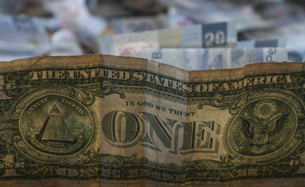 Dólar arranca con ganancia, se vende en 18.56 pesos en bancos de CDMX