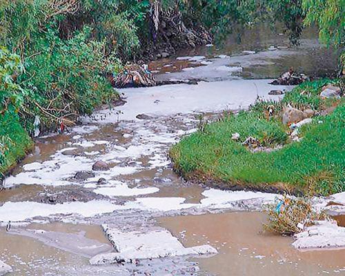 Contaminan más de 8 mil  empresas cuenca del río Atoyac