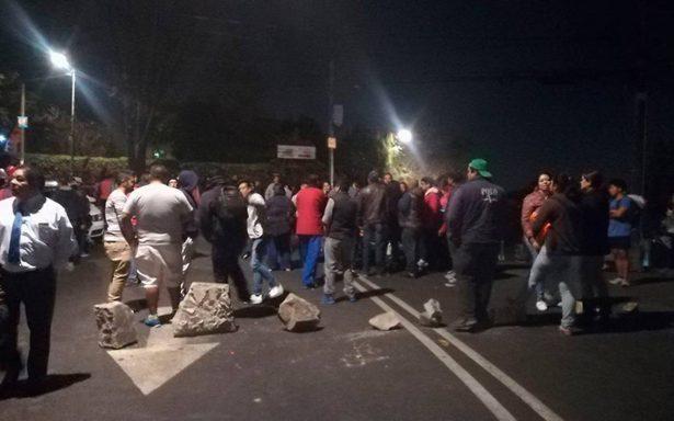 Vecinos de Tlalpan cierran calles por falta de agua