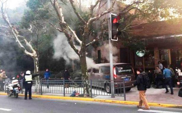 Auto atropella a peatones en Shanghái; al menos 18 heridos