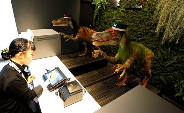 Dinosaurios te atenderán a tu llegada a este hotel