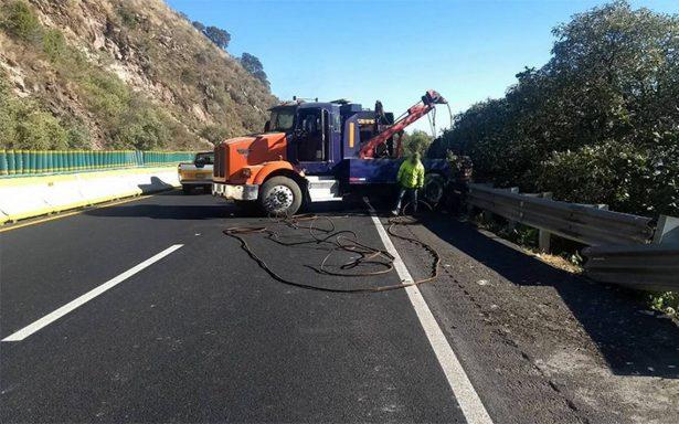 Continúa cierre parcial en autopista México-Cuernavaca por accidente vial