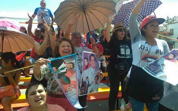 Cientos de familias ya a la espera de homenaje a Juan Gabriel en Ciudad Juárez