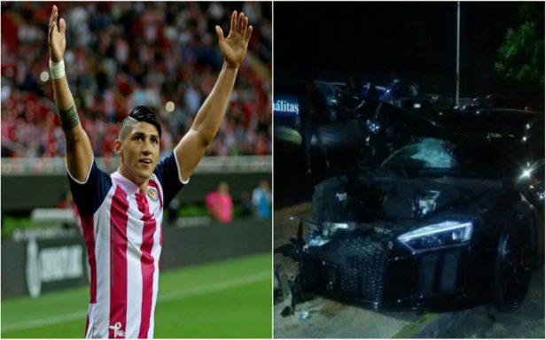 ¡Pérdida total! Alan Pulido choca y destroza su auto en Zapopan