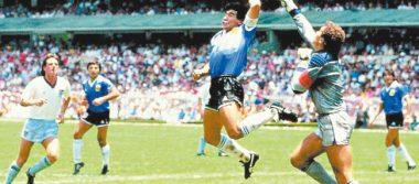 El argentino Diego Armando Maradona apoya el VAR