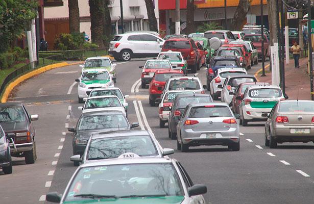 Pide líder de taxistas que cuando se les infraccione, grúas no se lleven los autos
