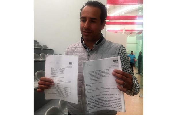Israel Benítez Morteo comprobó con documentos en mano que es el presidente legítimo de la AVA.