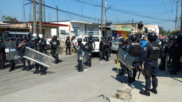 Desalojan granaderos a indígenas en Ixtaczoquitlán